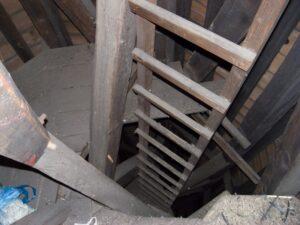 Leiter, die in den Glockenturm nach St. Joseph führt