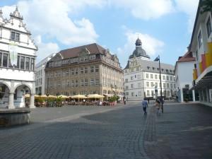 Rathausplatz, im Hintergrund die Jesuitenkirche/ Foto: Margit Schneider